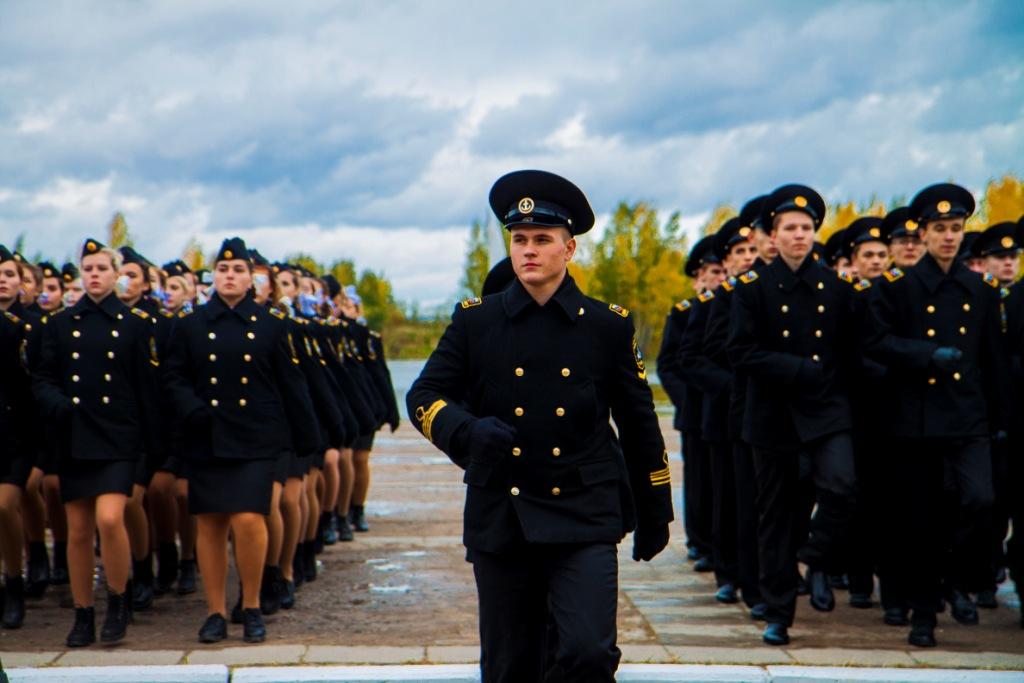 Посвящение в курсанты университета первокурсников плавательных специальностей